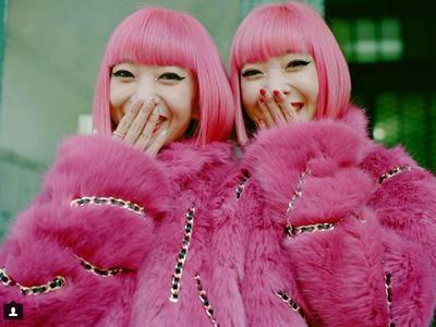 きゃりーも応援?双子の日本人モデルAMIAYAがフェンディとコラボで世界から注目(女子SPA!)